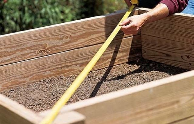 how to build planter box along fence