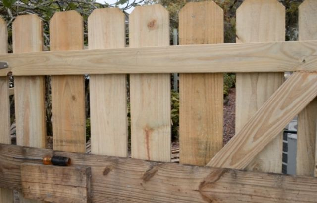 how to build a wire fence with t posts