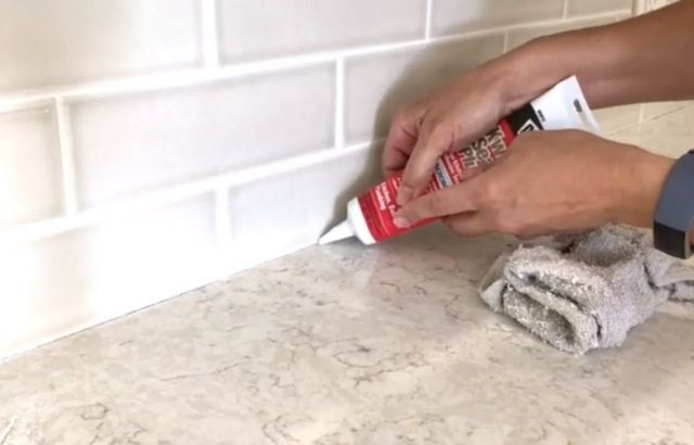 how to remove caulking from countertop